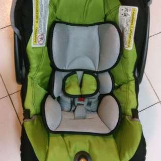 Chicco KeyFit 30 infant carseat and carrier with base