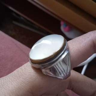 Batu Anggur Putih (White Calchedony)