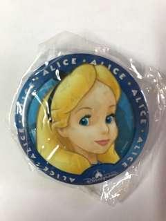 香港迪士尼樂園  愛麗斯 Alice 襟章 貼紙 pin Disneyland