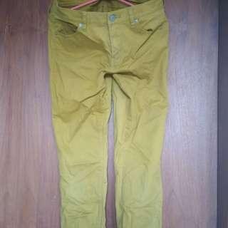 Celana uniqlo no 27 kuning kunyit lucu