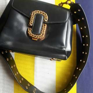 Vintage leather bag with thick strap