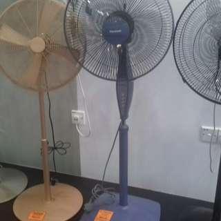 Pensonic 16 Stand Fan Blue Colour