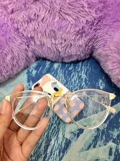 Kacamata cantik wanita