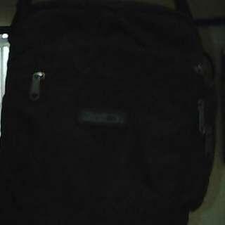 Selling my 2 weeks almost new black shoulder bag  (hawk)