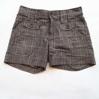 Checkered short pants