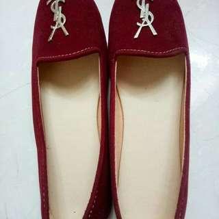 Maroon flat shoes