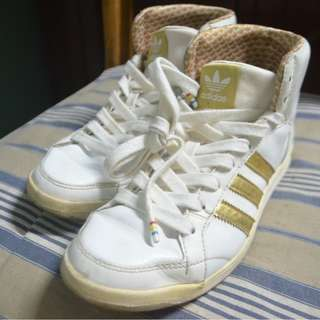 AUTHENTIC ADIDAS SHOES / WHITE AND GOLD