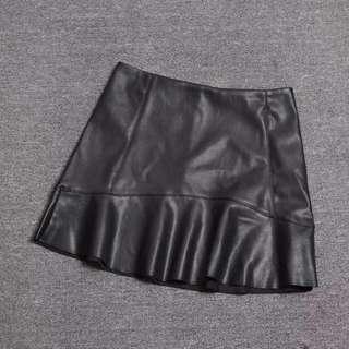 Mango黑色高腰荷葉邊PU皮裙