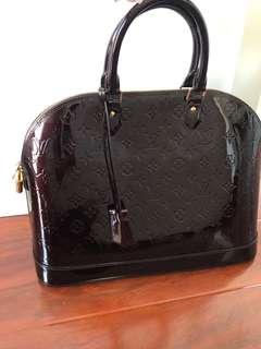 Louis Vuitton Alma bag authentic