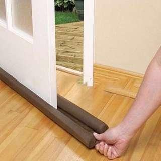 Door or window dust cover/sealer