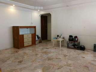 Minutes to Downtown / EW lines.  4NG, 91sqm, high floor