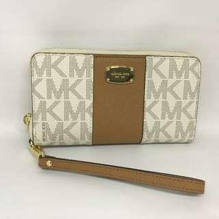 Michael Kors Centre Stripes Phone Wallet Signature Vanilla size 17x10 (fit iphone 7plu or 8plus)