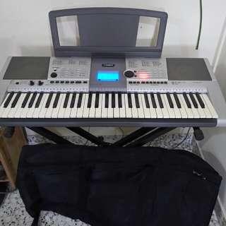 YAMAHA PSR E403 keyboard