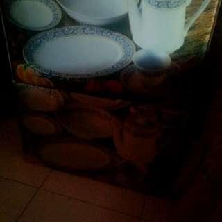 Set pinggan mangkuk