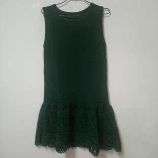 歐系精品店購深綠色坑條下襬拼蕾絲背心連身裙