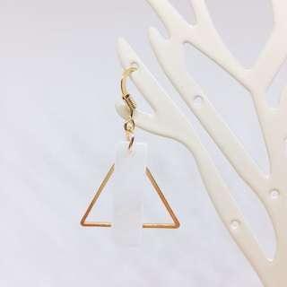 (正韓全新)幾何三角長形貝殼耳勾式耳環