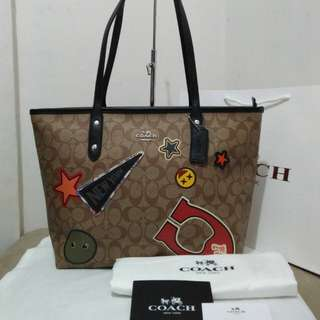 Bnew coach top zip tote bag with patches