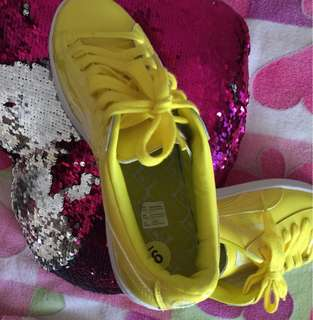 Suede yellow sneakers