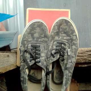 Sepatu vans authentic Army