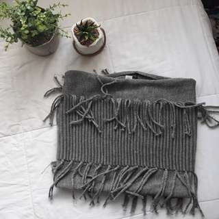 Tube scarf with tassels