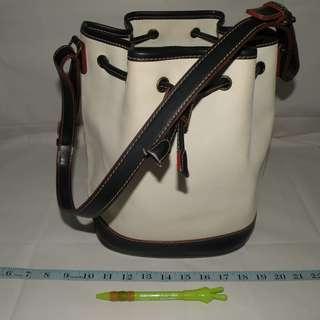 二手 Tommy Hilfiger 白色造型PVC與皮革設計側肩水桶包