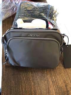 Tumi 灰色帆布側背包