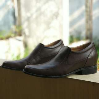 Sepatu Formal Keeves ukuran 41 Brown with box
