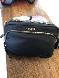 Tumi 黑色帆布側背包