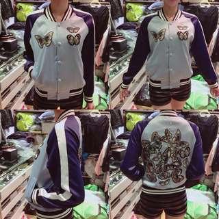 #換季五折 ⓈⒶⓁⒺ‼️重手工蝴蝶刺繡絲質緞面棒球外套