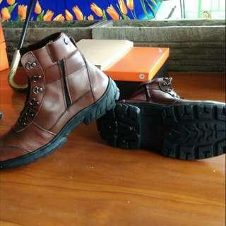 Sepatu saftt