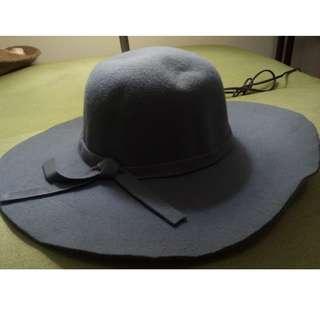 圓頂大禮帽/ 藍色貝雷帽/ 針織棒球帽--1頂$100