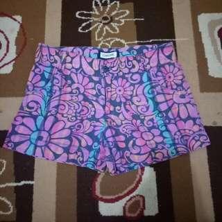 Celana pendek cherokee