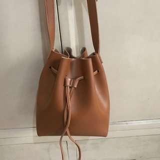 Lulu swings Bucket Bag
