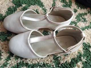 Preloved White Sandals