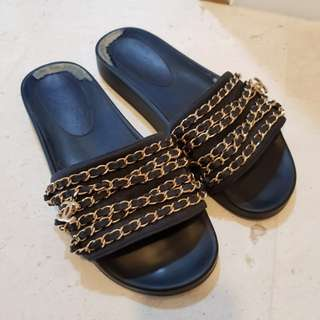 Auth Chanel Chain Pool Slides sandals