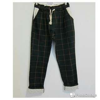 綠底紅格布蕾絲反折休閒褲
