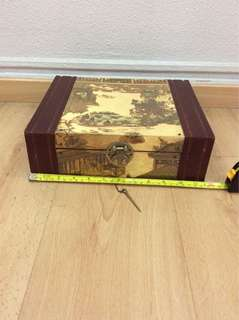 Vintage antique (Beautiful Chinese Picture )jewellery box