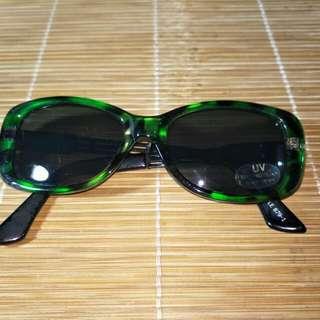 墨綠色框墨鏡
