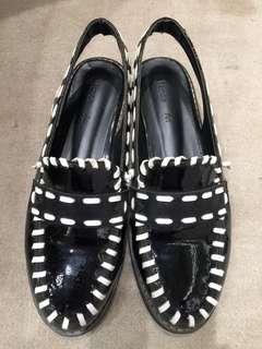 二手 黑色漆皮編織白邊包頭涼鞋