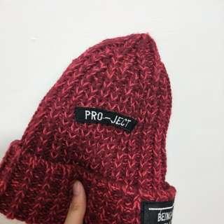 二手八成新紅色毛帽