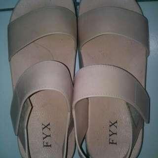 sepatu sendal warna peach size 37