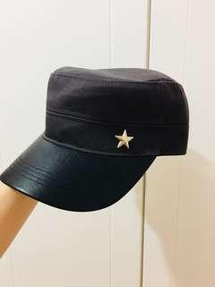 #五芒星亮黑皮面拼接深灰帆布低調不路人軍帽 #有點酷有點神秘感 #可調頭圍設計不用擔心戴不下或太大 #全新僅試戴 #350元 #我真的不知道為什麼要買兩頂