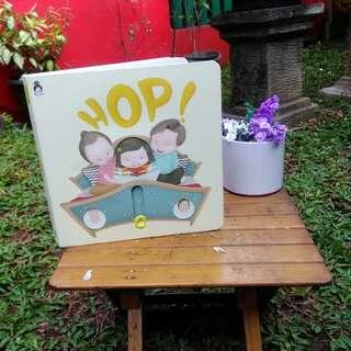 Buku Anak Rabbit Hole Hop