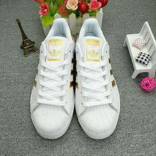 愛迪達 Adidas 男鞋三叶草女鞋贝壳头金标运动板鞋情侣鞋