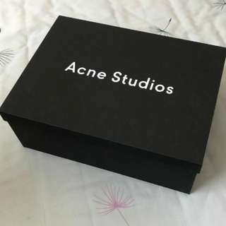 Ance Studio Shoe box with smily wrapping paper