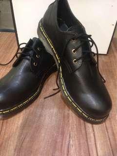 Custom sepatu DM
