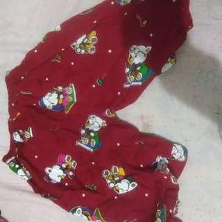 Celana merah beruang