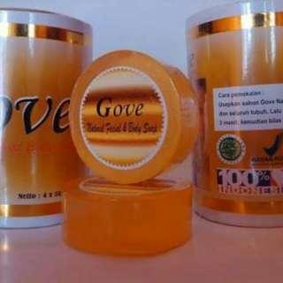 gove natural soap sabun herbal alami dari perpanduan beberapa tumbuhan yang dapat membuat kulit putih sempurna . 1 paks ada 5 biji