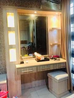 Jual meja rias cermin ada lengkat dengan lampu dan kursinya