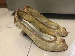 Handmade 金色綉花高跟鞋